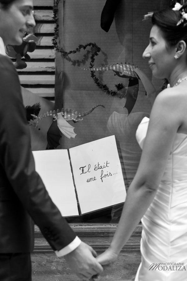 photo couple love session trash the dress mariés in Paris romantique passages by modaliza photographe-63