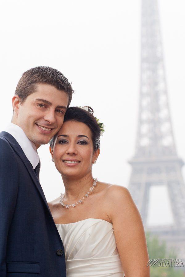 photo couple love session trash the dress mariés in Paris tour eiffel tower by modaliza photographe-1
