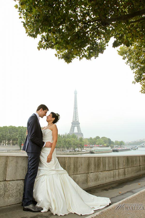 photo couple love session trash the dress mariés mariage a Paris tour eiffel tower by modaliza photographe-5