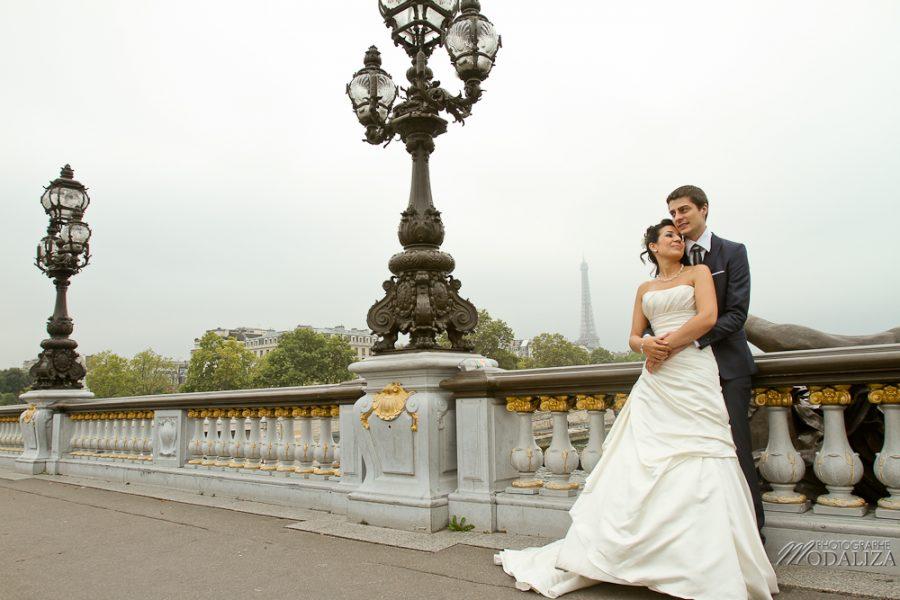 photo couple love session trash the dress mariés in Paris tour eiffel tower pont alexandre II by modaliza photographe-27