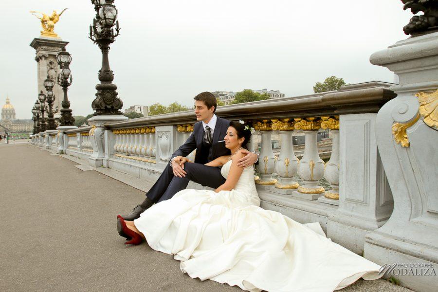 photo couple love session trash the dress mariés in Paris tour eiffel tower pont alexandre II by modaliza photographe-29-2