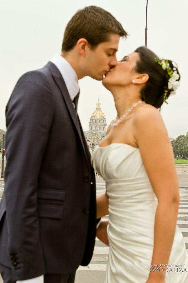 photo couple love session trash the dress mariés in Paris tour eiffel tower pont alexandre II by modaliza photographe-34