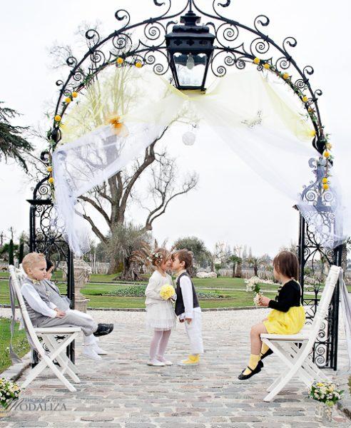 photo cérémonie enfants mariage jaune amour d'enfance little wedding yellow bordeaux chateau pape clement by modaliza -6191