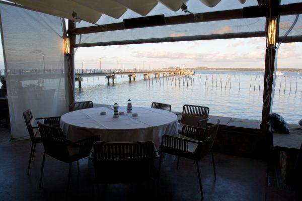 photo reportage mariage vdh cocktail restaurant au bord de l'eau bassin arcachon cap ferret gironde theme mediéval princesse épée or by modaliza-2599