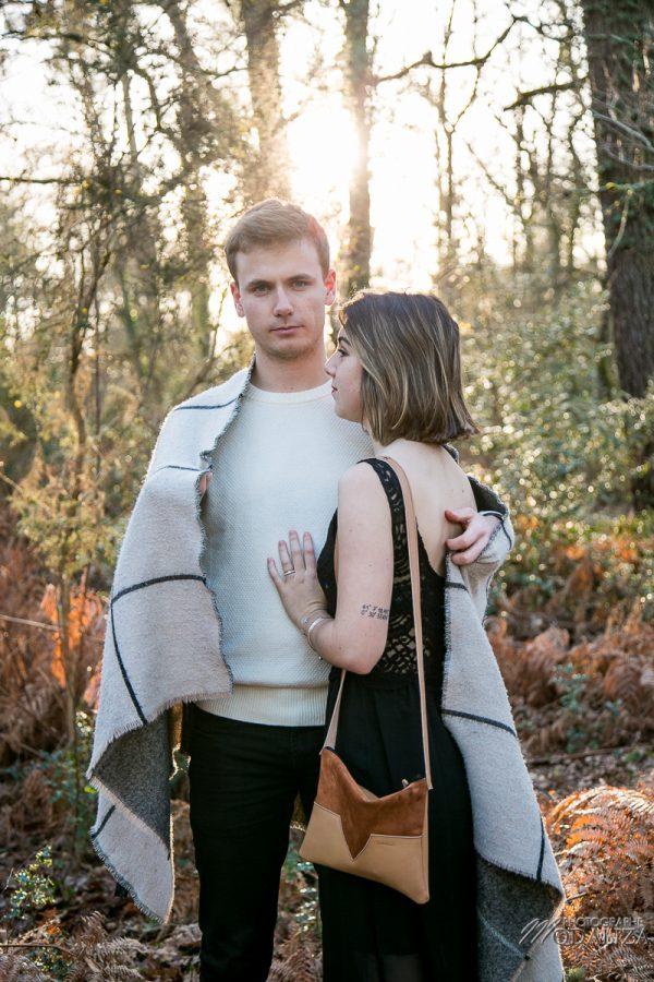 photo shoot couple hiver gold winter lovers sunset foret automne love session by modaliza photographe-8318