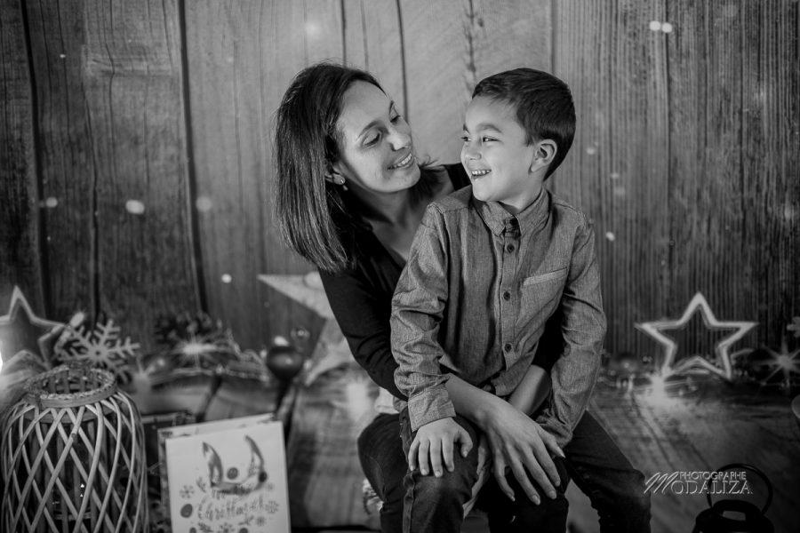 photo boy and mom noel chritmas family famille bordeaux by modaliza photographe-8956